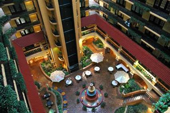 Embassy Suites Hotel Kansas City - Plaza: The Lobby of The Embassy Suites Kansas City Plaza