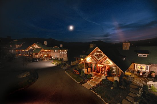 The Lodge at Buckberry Creek: Buckberry Lodge is nestled on 26 acres just minutes from Downtown Gatlinburg!