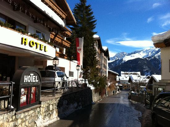 Serfaus, Österreich: The Hotel beautiful located on the road to the ski lift  ( 5 min walk)in a quite part of town