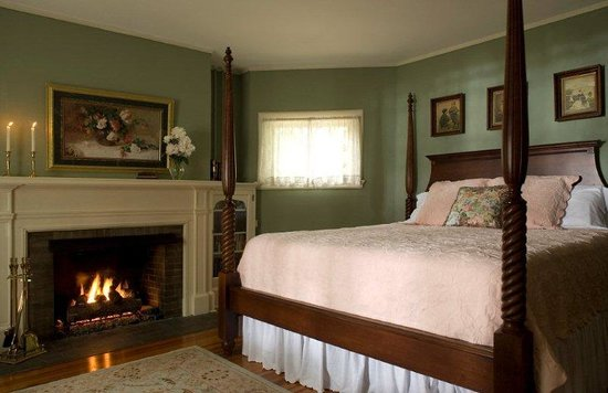 Pinecrest Bed and Breakfast: Grace Suite