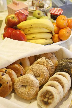 Coolidge Corner Guest House: Bed & Bagel: Enjoy Boston's best bagels as part of our daily Continental breakfast.