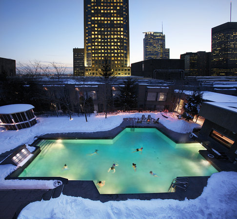 Hilton Montreal Bonaventure: All Year Outdoors Pool