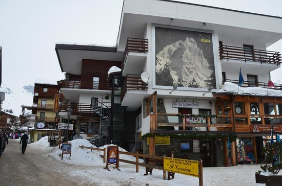 Meuble joli hotel hotel reviews deals breuil cervinia for Hotel meuble furggen cervinia