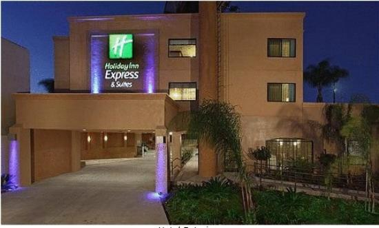 Holiday Inn Express Hotel & Suites Woodland Hills : Entrance