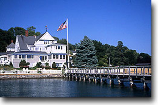 Edwards' Harborside Inn