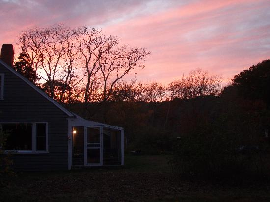 Gull Cottage Bed & Breakfast: Sunsets can be spectacular from Gull Cottage.