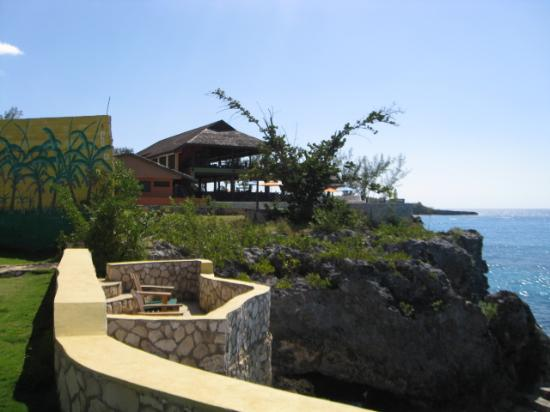 Banana Shout Resort: looking to the left ricks cafe