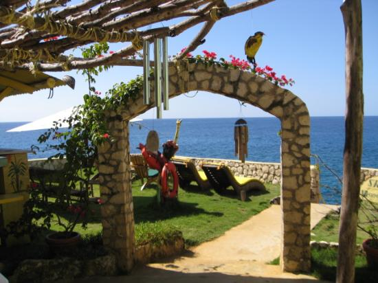 Banana Shout Resort: renue your vows daily