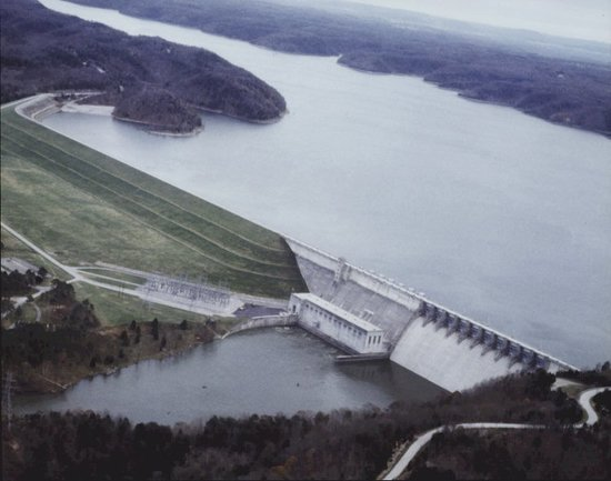 Wolf creek dam home of the wolf creek national fish for Fish hatchery ky