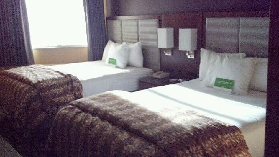 La Quinta Inn & Suites Butte: Guestroom with two queen beds