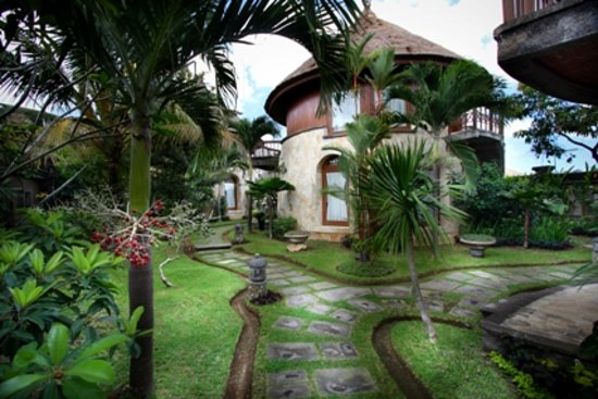 Dewani Villa: the greenery