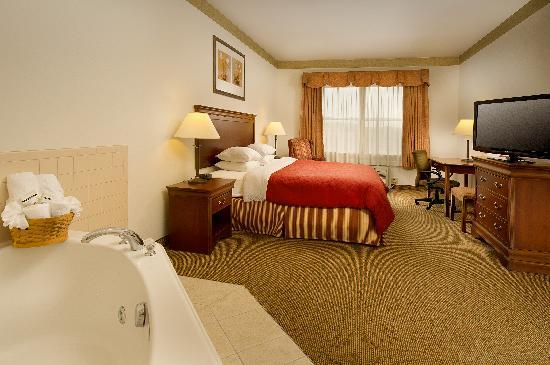 Country Inn & Suites Chambersburg: King Whirlpool Suite