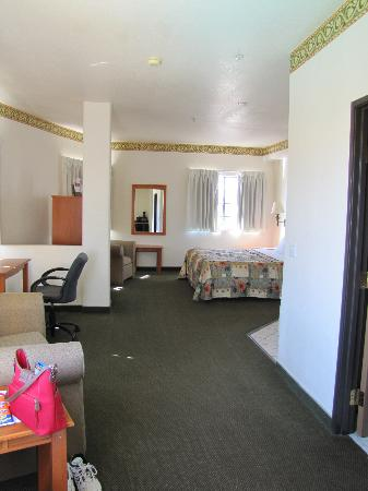 Days Inn & Suites Tucson/Marana: Our room