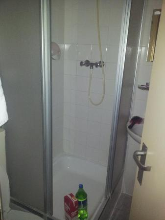 Doria Hotel Amsterdam: The shower