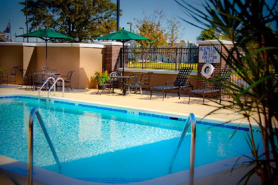 Hilton Garden Inn Greenville: Enjoy our Salt Water Pool Late Spring through Summer
