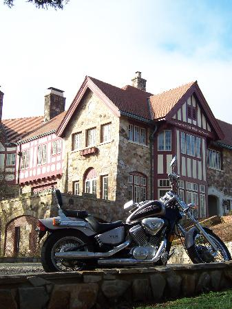 Nicholson Mansion at Fairforest Creek: Nicholson Mansion - motorcycle friendly