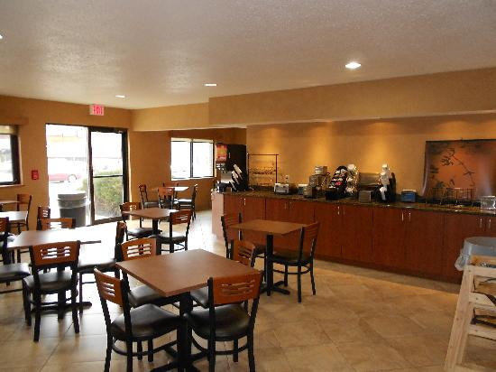 BEST WESTERN Ambassador Inn & Suites: Breakfast Room