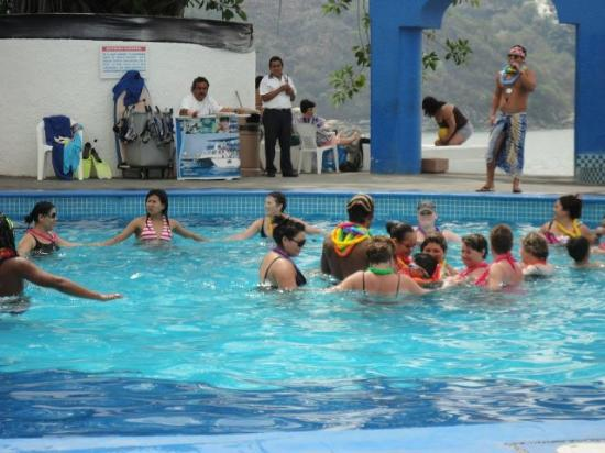 Tesoro Manzanillo: Fun in the pool!