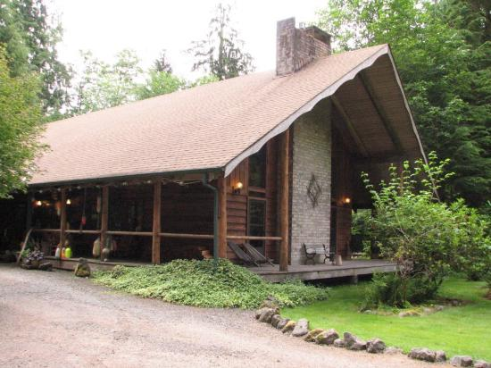 Tourbus At The Cullen House Picture Of Forks Washington