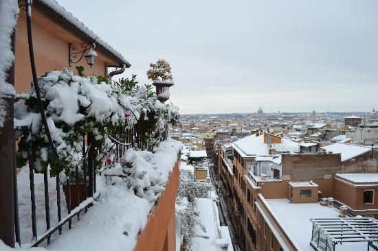 Barberini Hotel: February 2012 Snowing in Rome first time in 26 years
