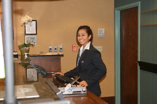 Hampton Inn & Suites Chino Hills: Front Desk