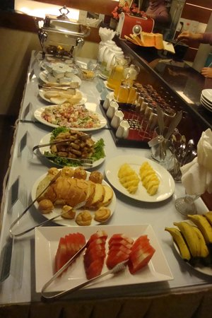 Pearl Suites Grand Hotel: fresh breakfast