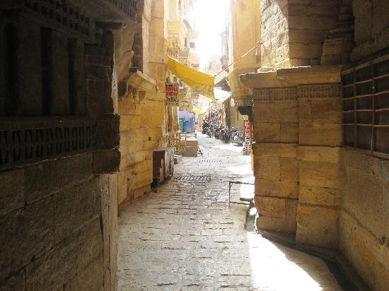 Hotel Swastika Jaisalmer: Jaiselmer - street in the Old City