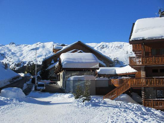 Club Med Meribel l'Antares: This is how close the hotel is from the piste