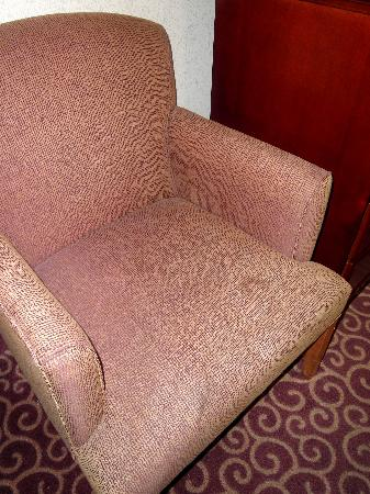 Hampton Inn & Suites Norfolk-Airport: Stains on chair near desk in room.
