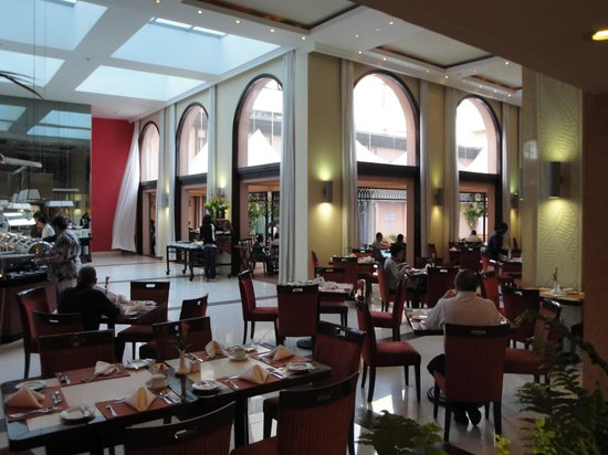 Crowne Plaza Hotel Nairobi: Buffet restaurant