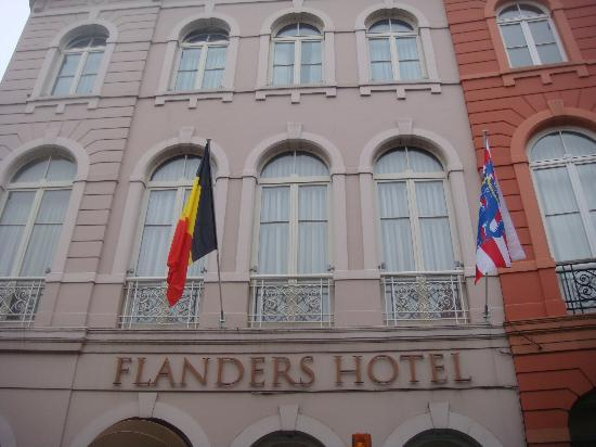 Flanders Hotel: Front of building