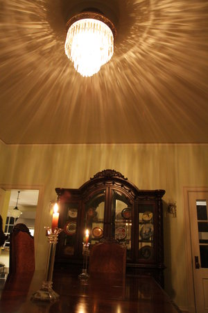 Stony Point Bed & Breakfast: Preparing the dining room for a family get together