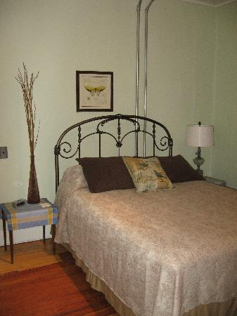 Lily&#39;s at Little Rest - Bed &amp; Breakfast: First floor guest room...Provence