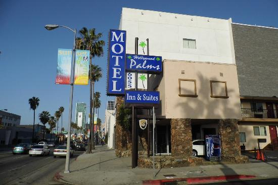 Hollywood Palms Inn & Suites: A l'angle du Sunset Bvd