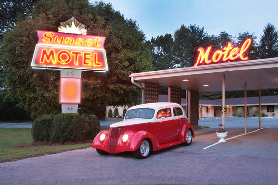 ‪Sunset Motel‬