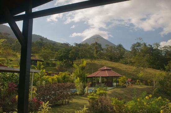 GreenLagoon Falls Park &amp; Lodge: View of Arenal Volcano, behind hotel