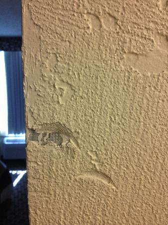 Baymont Inn & Suites Lake Dillon: hole in the wall
