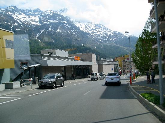 Hauser Hotel St. Moritz: Shopping is a must and you will have some great one's!