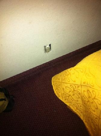 Quality Inn Airport: Room 226 missing wall plate