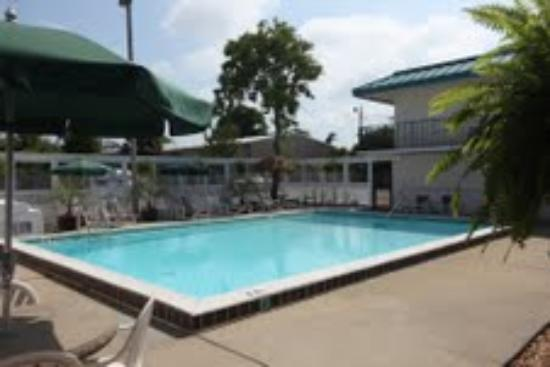 Village Inn of Destin: Pool with no chain link fence!