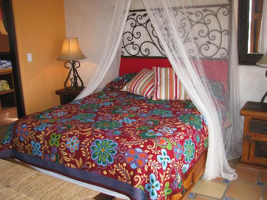 CalyCanto Casitas: Such a comfortable bed!