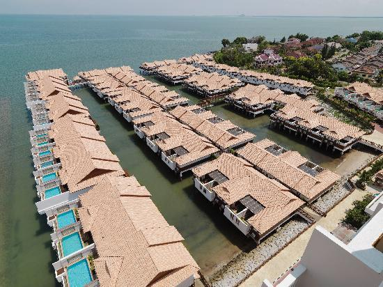Sky pool villa picture of grand lexis port dickson port for Garden pool grand lexis