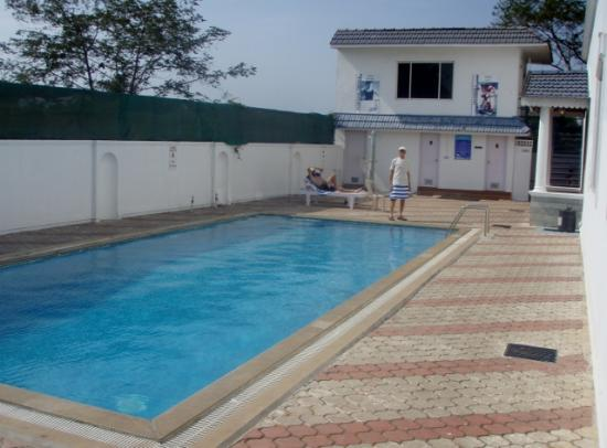 Abad Airport Hotel: swimming pool