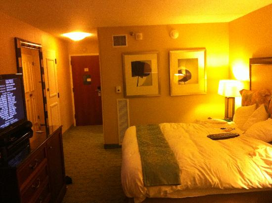 Renaissance Westchester Hotel: Room at a different angle
