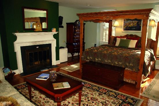 Annapolis Royal Folly: All the rooms are very inviting