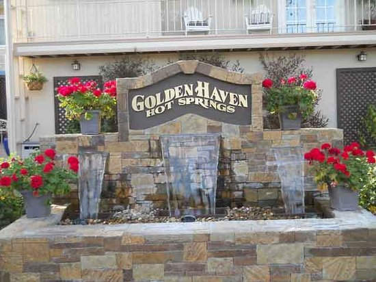 Golden Haven Hot Springs Spa: Entrance.