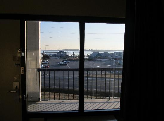 BEST WESTERN Kent Narrows Inn: Our window view. Beautiful sunsets just outside our door.