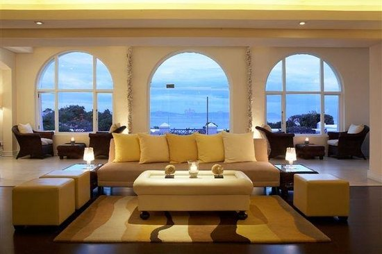 The Marine Hermanus: The Sun Lounge &amp; Bar