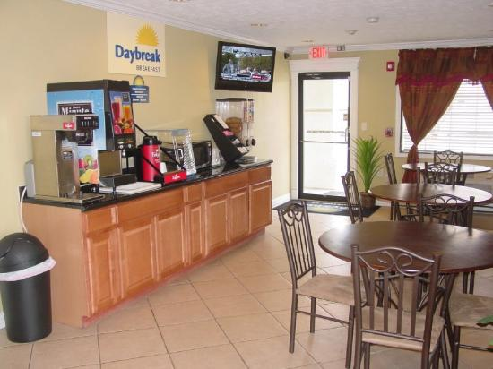 Days Inn Houston East: Breakfast Area