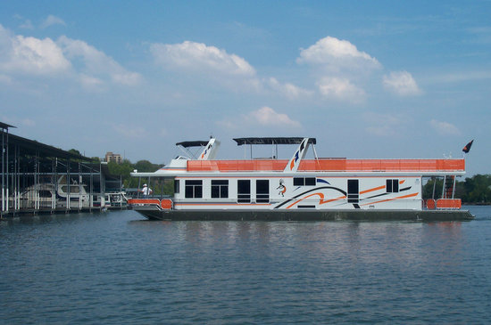 Tennessee Boat Rest: Floating accomodations on the Tennessee River